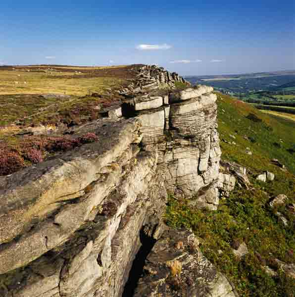 A gritstone edge in the Peak District. Photo © Chris James.